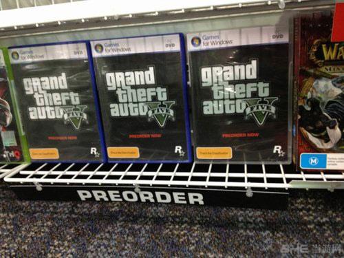 网友拍摄的外国零售商EB Games预定《侠盗猎车5》PC版照片