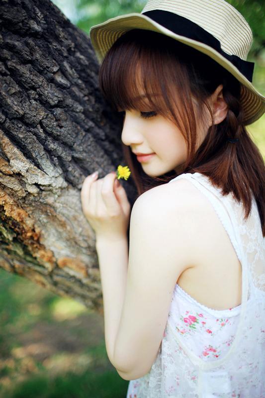 超可爱90后美女树荫下的清新唯美写真(1/6)