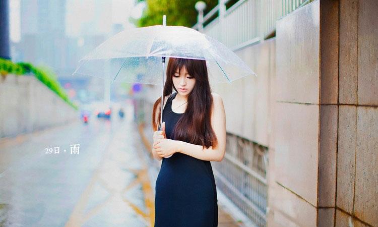 90后网络美女照片雨中漫步小清新写真