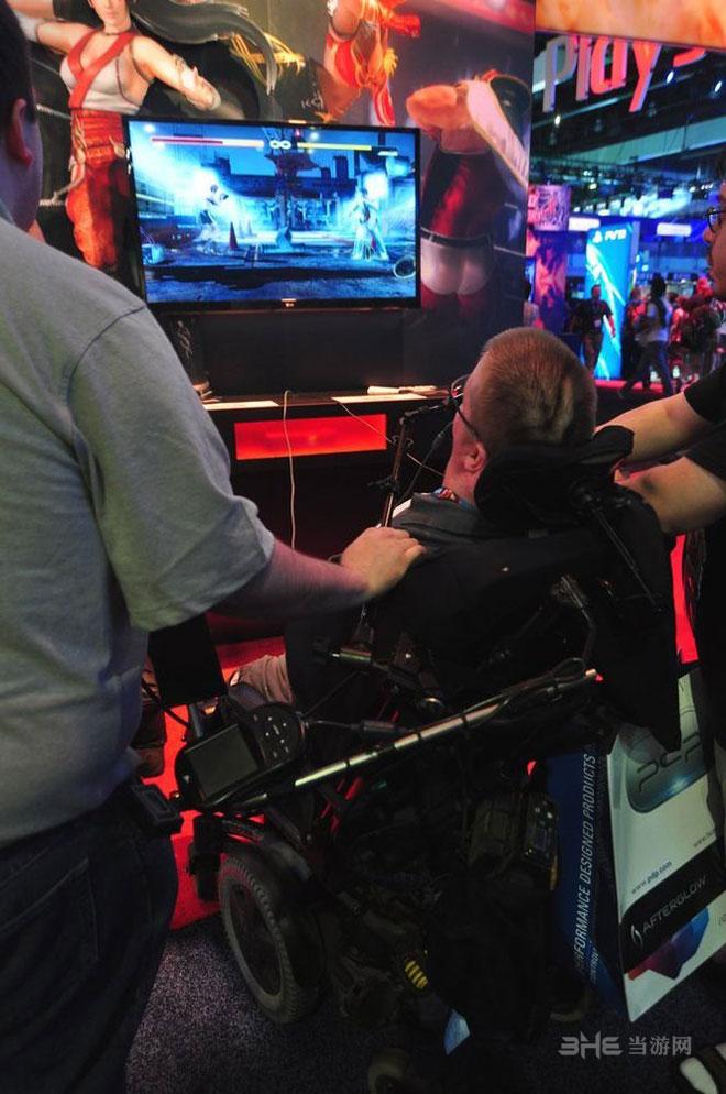 残疾玩家体验《死或生5》图片