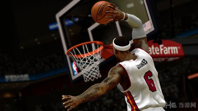 NBA 2K14预计10月1日登陆北美,10月4日登陆欧洲地区。其登陆平台为PC,PS3 和Xbox 360。作为篮球体育竞技游戏,竞争者并不算多,但是NBA 2K14并没有因为竞争者不多而草草结束这款游戏的制作,并且在一部一部的游戏中,让玩家更加深入进去。 NBA 2K14预计10月1日登陆北美,10月4日登陆欧洲地区。其登陆平台为PC,PS3 和Xbox 360。作为篮球体育竞技游戏,竞争者并不算多,但是NBA 2K14并没有因为竞争者不多而草草结束这款游戏的制作,并且在一部一部的游戏中,让玩家更加深