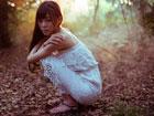 柔弱美女幽暗密林迷失 小清新美女私房写真