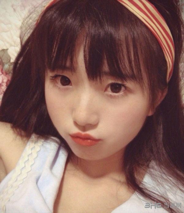 """36岁""""天山童姥""""走红网络"""