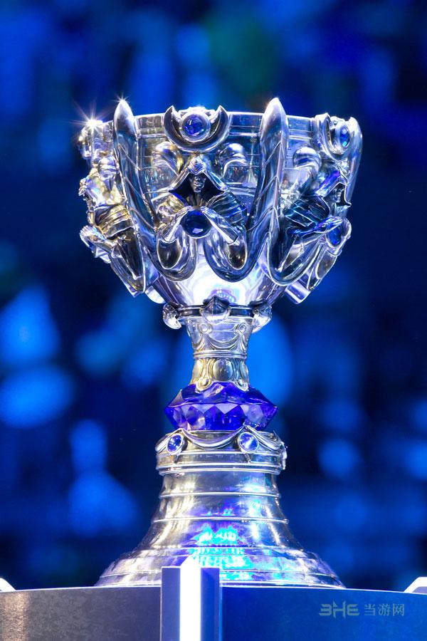 英雄联盟S4赛季奖杯