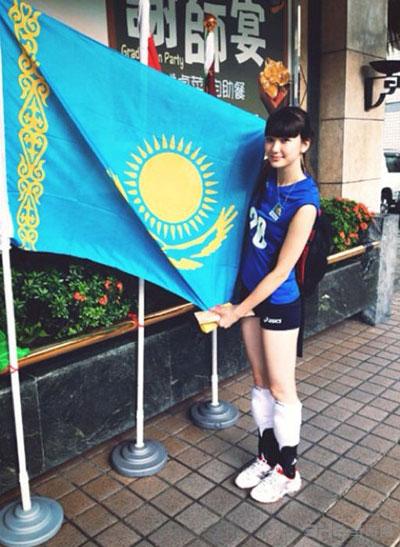 17岁哈萨克女排女孩走红