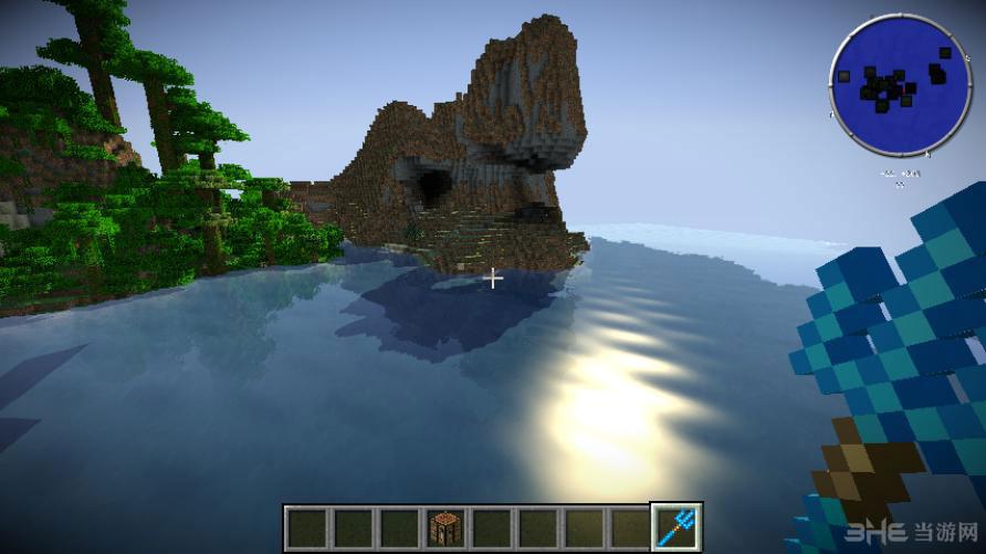 我的世界1.6.4海洋模组整合包是由玩家为经典像素游戏《我的世界1.6.4纯净版》制作的一款关于海洋的MOD作品合集。 该整合包是围绕着海洋这一主题打造而来,由于这款游戏大部分内容都在陆地上完成,所以这款整合包属于极有创意的一部作品,满足了那部分对海洋向往的玩家,在使用后地图中将会出现浩瀚的海洋,玩家可在其中肆意遨游,同时MOD中还包含了许多鱼类怪兽与小型海岛,喜欢的玩家就亲自体验下吧。