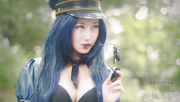 LOL凯特琳皮城女警察cosplay真人美图 火辣身材迷倒众生