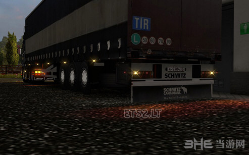 欧洲卡车模拟2全新灯光效果MOD截图2