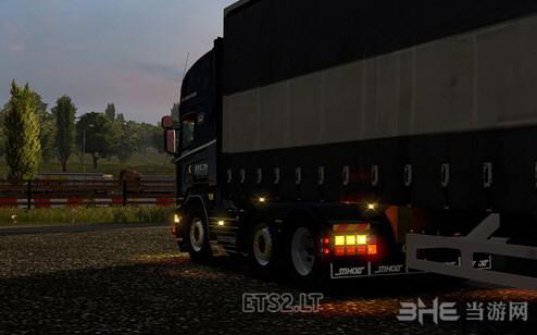 欧洲卡车模拟2全新灯光效果MOD截图1