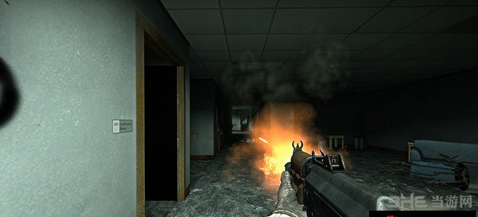 求生之路2传染病AK74U武器MOD截图2