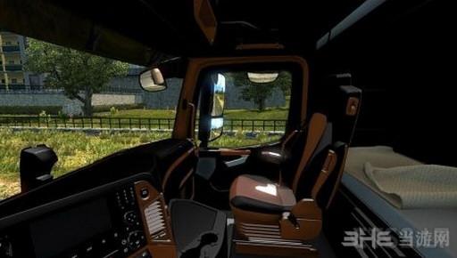 欧洲卡车模拟2梅赛德斯奔驰MP4黑棕内饰MOD截图1