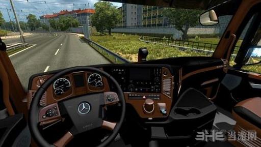 欧洲卡车模拟2梅赛德斯奔驰MP4黑棕内饰MOD截图0