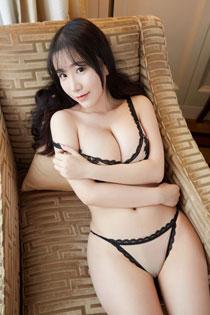 美女谢芷馨闺房性感写真 D奶半裸引人诱惑
