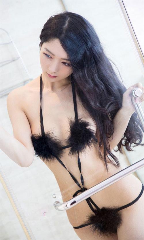 90后美女小琪内衣性感写真