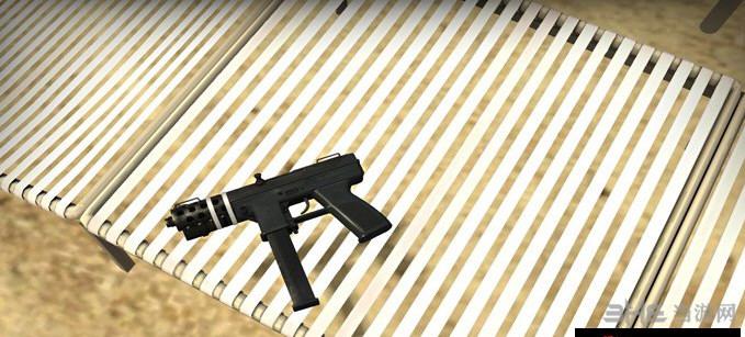 求生之路2 Tec9冲锋枪MOD截图1
