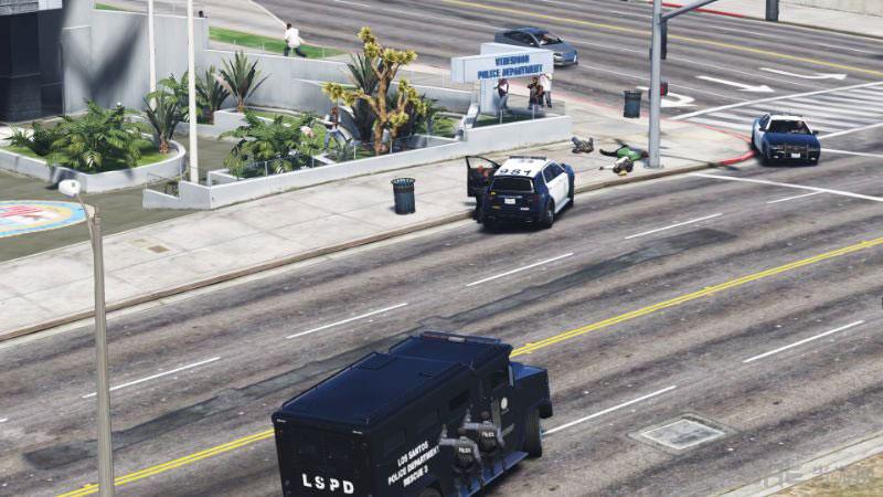 侠盗猎车手5 LSPD危险人物功能MOD截图0