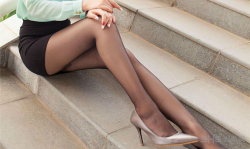 黑丝美腿福利图1