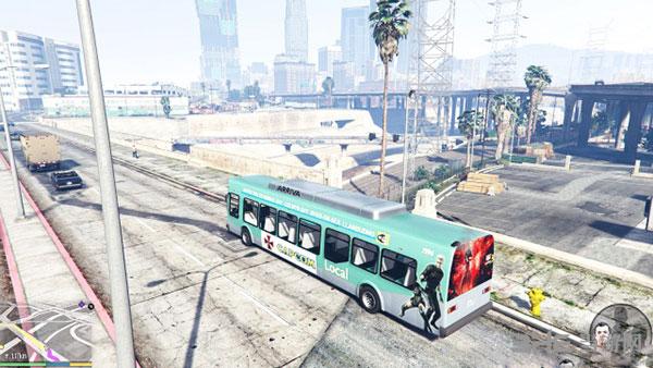 侠盗猎车手5卡普空公交巴士MOD截图0