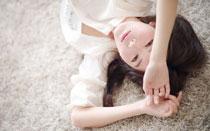 清纯美女白衬衫写真 甜美笑容十分迷人