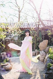 可爱女孩中国风古代服饰写真 展现世外仙女气质