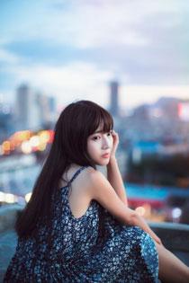 气质美女天台写真 清纯模样令人着迷