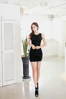 韩国美女的高级私房写真 黑色紧身裙穿出致命诱惑
