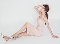 长腿美女连衣裙性感写真 妖娆姿势引人诱惑