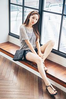 气质姐姐的镂空网纱性感写真 超短裤尽显大长腿