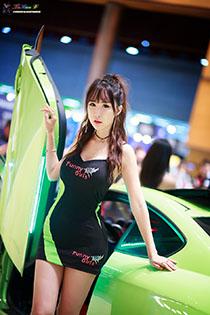 性感车模的妖娆写真 超短裙的致命诱惑