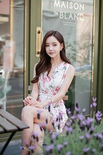 韩系气质美女V领现性感锁骨 清新花裙含苞待放秀色可餐